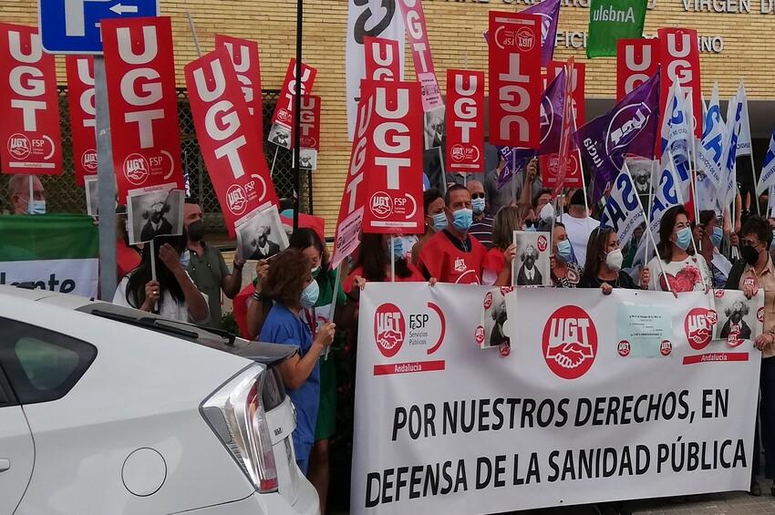 UGT se concentra contra el desmantelamiento que el SAS está realizando en los hospitales andaluces